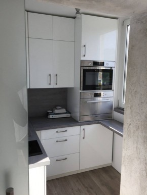 Meble kuchenne biały połysk + blaty beton
